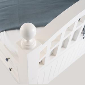 Кроватка с колоннами