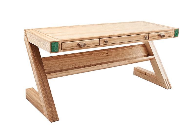 Вид стола спереди